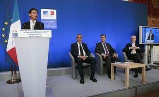 """Un an après l'affaire Merah, où le renseignement avait été pointé du doigt pour ses """"failles"""", le ministre de l'Intérieur Manuel Valls a annoncé lundi une réorganisation de la filière, transformant notamment la DCRI en une direction générale."""