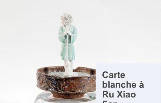 Oeuvre en porcelaine Jingdezhen dénichée par l'artiste Ru Xiao Fan
