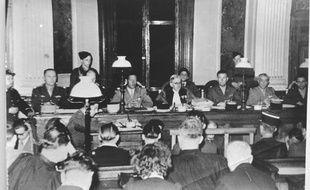 Salle d'audience du tribunal militaire de Lille où seront jugés neuf anciens Waffen-SS en août 1949.