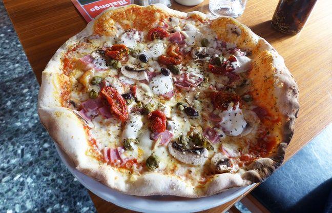 Tomates séchées, câpres et ricotta garnissent, entre autres, la pâte de la pizza Balotelli.