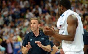 Vincent Collet et Pierre Vincent, respectivement sélectionneurs des équipes de France masculine et féminine de basket, devraient être reconduits à leur poste vendredi par la Fédération française (FFBB), a appris l'AFP jeudi de sources concordantes.