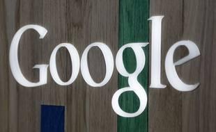 Le logo Google sur un magasin en Floride, en 2014.