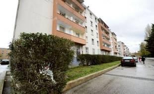 """Le ministre de l'Intérieur Brice Hortefeux se rend dimanche après-midi à Marseille """"pour décider des mesures à prendre"""" après la mort d'un adolescent de 16 ans, tué à la kalachnikov, probablement dans le cadre d'un règlement de comptes sur fond de trafic de drogue."""