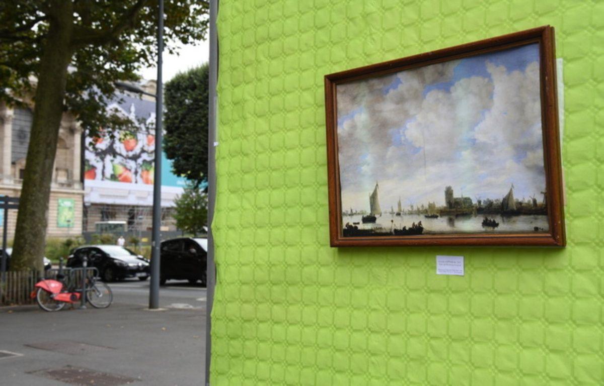 L'art s'affiche sur la pub pour protester contre la pub qui s'affiche sur l'art, selon la formule du collectif Résistance à l'agression publicitaire.   – R.A.P.