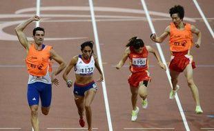 Quand Gautier Simounet a franchi la ligne d'arrivée avec Assia El Hannouni, médaille d'or au 200 m, il a levé les bras en signe de triomphe car cette victoire, c'est aussi un peu la sienne, lui qui a couru la main attachée à celle de l'athlète malvoyante pour guider sa foulée