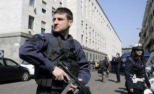 Un policier italien un tribunal de Milan