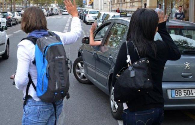 Un dispositif de covoiturage entre la France et la Suisse a été lancé mardi pour remédier aux problèmes croissants de circulation rencontrés par près de 100.000 personnes au total dans la zone géographique de l'arc jurassien.