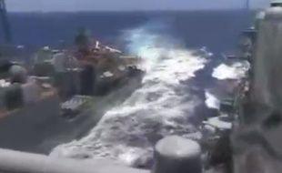 Selon Washington, le destroyer russe s'est approché à moins de 30 mètres du croiseur américain, le 7 juin 2019, en mer de Chine.