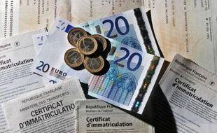 Illustration de cartes grises. En Bretagne, le montant par cheval fiscal va grimper de cinq euros