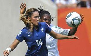Le milieu de terrain de l'équipe de France de football, Louisa Necib, a été élue«joueuse du match» pendant le premier affrontement de la France en Coupe du monde 2011, contre le Nigeria.