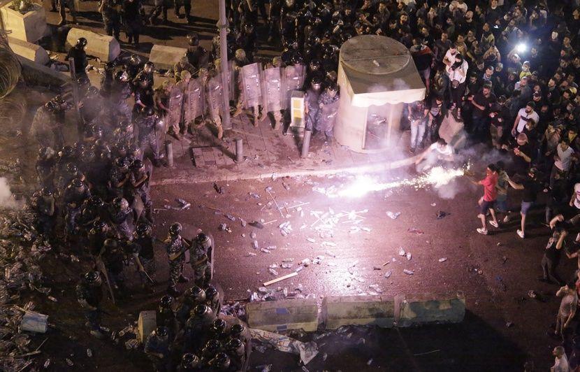 Manifestation au Liban: Elle donne un coup de pied dans l ...