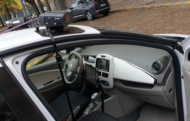 La voiture équipée du système LAPI.