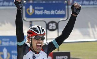 Le 7 avril 2913, le suisse Fabian Cancellara a remporté son 3e Paris-Roubaix.