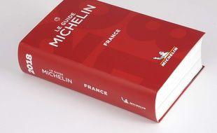 Le Michelin, qui dévoile lundi son palmarès 2019, est un des plus anciens et célèbres guides gastronomiques.