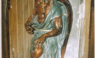 Le démon Asmodée supportant un bénitier, à l'entrée de l'église Sainte-Marie-Madeleine de Rennes-le-Château.