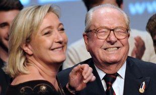"""L'ancien leader du Front national Jean-Marie Le Pen décrit sa fille, Marine Le Pen, qui lui a succédé à la tête du Front National, comme une """"petite bourgeoise"""", dans une interview publiée vendredi par le quotidien britannique The Times."""