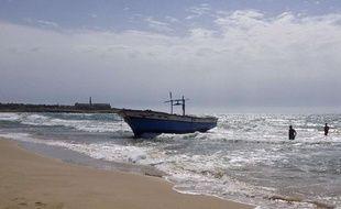30 septembre 2013: Un bateau transportant 200 migrants accoste en Sicile.