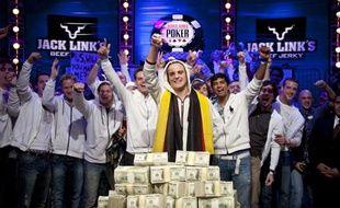 L'Allemand Pius Heinz est devenu mardi 8 novembre à Las Vegas champion du monde de poker 2011 en remportant le plus prestigieux tournoi de la planète, le Main Event des World series of Poker.