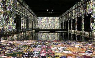 Les Bassins de Lumières, proposent des projections d'oeuvres d'artistes, commes celles de Klimt, dans l'enceinte de la base sous-marine à Bordeaux.