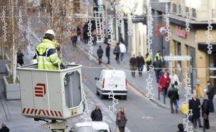 Un électricien a été violenté alors qu'il installait des lumières de Noël. Illustration