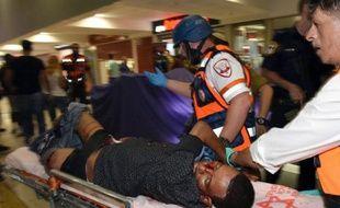 Un Erythréen blessé par balle par les forces de sécurité israéliennes et brutalisé par la foule, le 18 octobre 2015 à Beersheva, et qui succombera à ses blessures