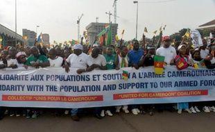 Des Camerounais prennent part à une manifestation anti-Boko Haram à Yaoudé, le 28 février 2015