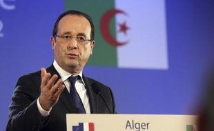"""Le président François Hollande a promis de """"dire la vérité"""" mais sans """"repentir"""" sur la colonisation française de l'Algérie afin d'ouvrir une nouvelle ère dans la relation entre les deux pays, à l'occasion de sa première visite d'Etat mercredi à Alger."""