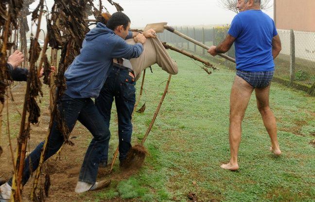 Un conflit a opposé en novembre 2015 un agriculteur landais qui avait posé des pièges à oiseaux et des militants de la LPO.
