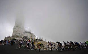 La double ascension du Mont Ventoux a fait mal au peloton.