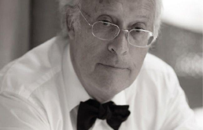 Portrait de Philippe Baudon, généraliste retraité qui critique le manque de dialogue et de temps que certains médecins consacrent à leurs patients.