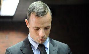 Oscar Pistorius devant la cour de justice de Pretoria, en Afrique du Sud, devant laquelle il comparaît en audience préliminaire pour le meurtre de sa compagne Reeva Steenkamp, le 20 février 2013.