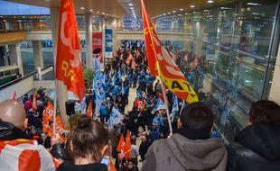 Illustration de la grève à la Gare de Lyon, le 31 mars 2016.