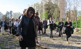 Anne Hidalgo sur un tronçon de la Petite ceinture dans le 13e arrondissement.