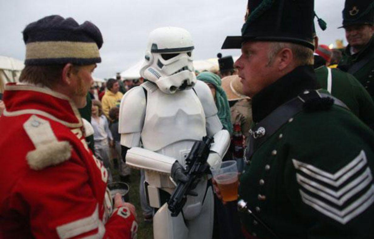 Un fan de Star Wars s'est invité dans une reconstitution de batailles historiques, en Angleterre, le 20 juillet 2013 – Getty