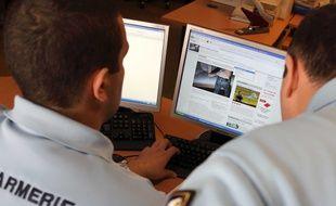 Des gendarmes de la section de lutte contre la pédocriminalité.