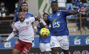 Gros match entre les Lyonnais de Memphis Depay et les Strasbourgeois de Lamine Koné.