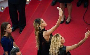 Nabilla sur le tapis rouge à Cannes en mai 2014.