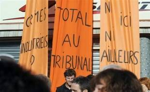 """Des représentants d'associations de victimes ont appelé, lors de discours, """"à une plus grande responsabilité des industriels"""" en matière de sécurité et ont souhaité voir Total condamné lors du procès en correctionnelle de la catastrophe, devant s'ouvrir le 23 février."""
