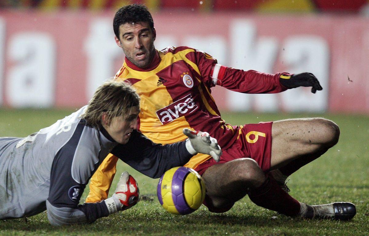 Hakan Sükür lors d'un match de Galatasaray en 2008. – MUSTAFA OZER / AFP