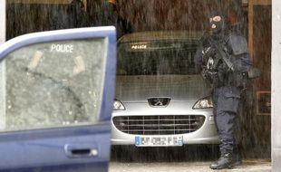 Le braqueur présumé Rédoine Faïd arrive au tribunal de Lille escorté par la BRI, le 29 mai 2013. (Archives