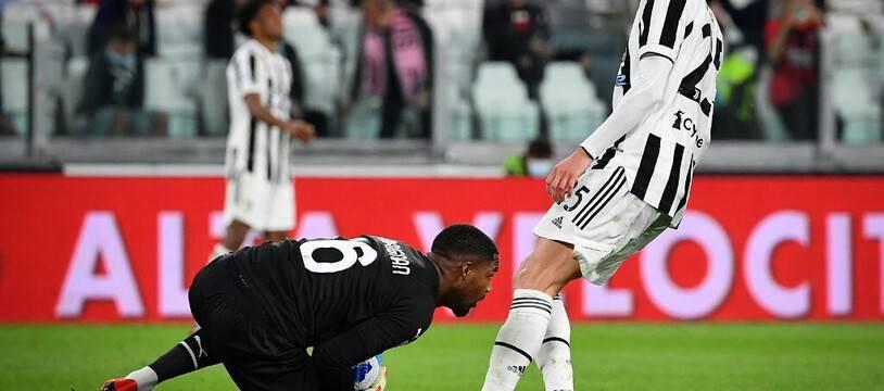 Des cris de singe sont descendus des tribunes du Juventus Stadium durant l'échauffement de Mike Maignan.