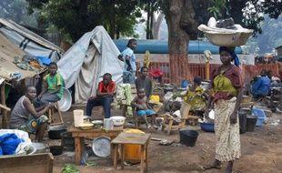 Des déplacés regroupés dans le camp de Bossangoa, dans le nord de la Centrafrique, le 26 novembre 2013.