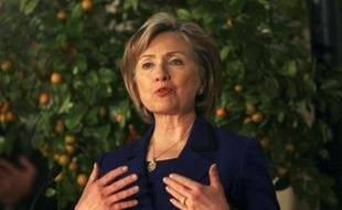 La secrétaire d'Etat américaine Hillary Clinton a entamé mercredi à Ramallah ses entretiens avec les dirigeants palestiniens pour les assurer de l'engagement de Washington à oeuvrer à la création d'un Etat palestinien.