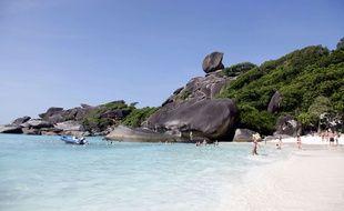 Illustration d'une plage de l'île de Phuket, en Thaïlande.