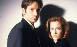 Les acteurs David Duchovny et Gillian Anderson dans la série «X-Files» dans les années 1990.