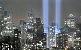 Une répétition de «Tribute in Light» prévu dimanche à New York.Les touristes découvrent le projet de reconstruction.Le mémorial sera inaugurée par Obama et le maire de New York, dimanche.Une touriste devant le site de Ground Zero , à New York.