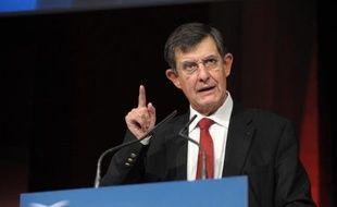 Jean-Pierre Jouyet, qui devrait prochainement diriger la Caisse des dépôts (CDC), a annoncé se mettre en retrait de la présidence de l'Autorité des marchés financiers (AMF) afin de se consacrer au processus de désignation à la tête du bras armé financier de l'Etat.