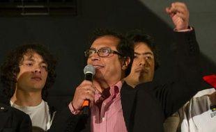 La destitution controversée du maire de Bogota, Gustavo Petro, a été suspendue temporairement mardi, un répit pour cette figure de la gauche en Colombie, après que le gouvernement eut averti que sa sanction serait appliquée sauf en cas de contre-ordre judiciaire.