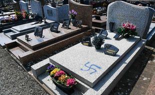 Cinq tombes ont été vandalisées dans le cimetière communal de Ploërmel.