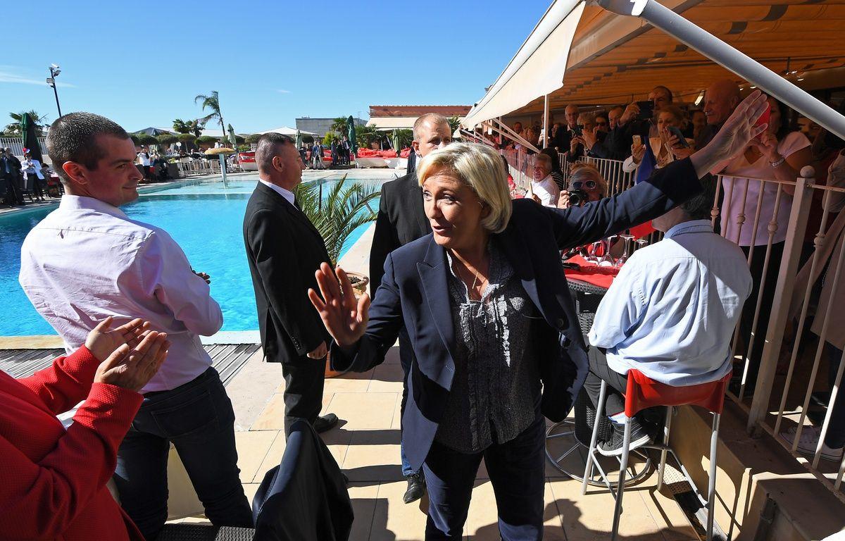 Marine Le Pen avant de prendre la parole lors de son meeting dans le Vaucluse – A-C. Poujoulat / AFP